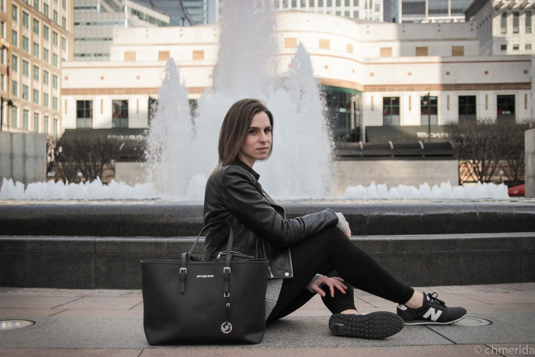 instagram-photographer-specialist-london-kensington-leatherjacket-casual-girl-spanish-fashionphotoshoot-canarywharf-newbalance